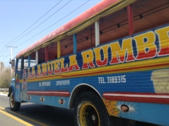 TapTap/Chiva en la ruta Puerto Colombia- Barranquilla, Colombia La Abuela rumbera/La Grand-mère fêtarde
